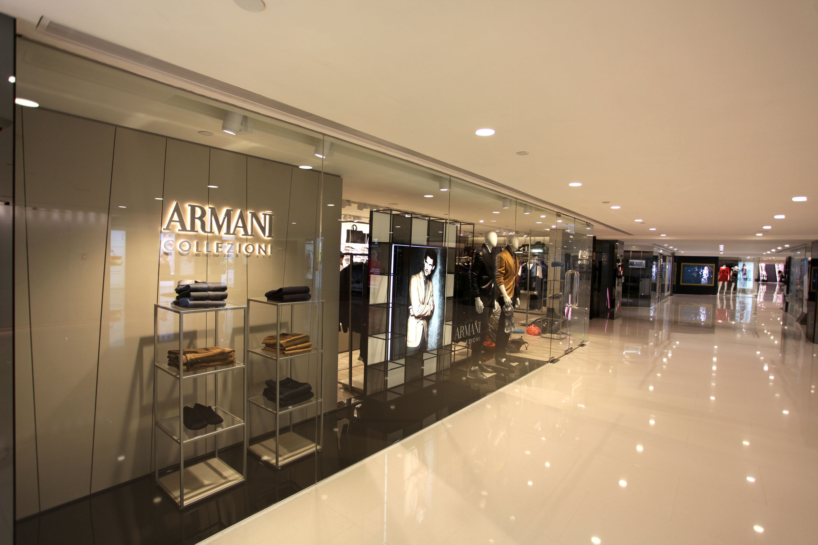 Armani collezioni store harbour city hong kong giorgio for Armadi outlet
