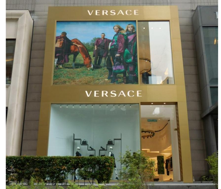 9e1c64901e51 Versace Store